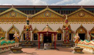 Penang_Malaysia_Wat-Chaiya-Mangkalaram-Temple-02